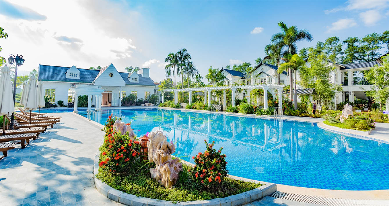 vườn vua resort - bể bơi ngoài trời