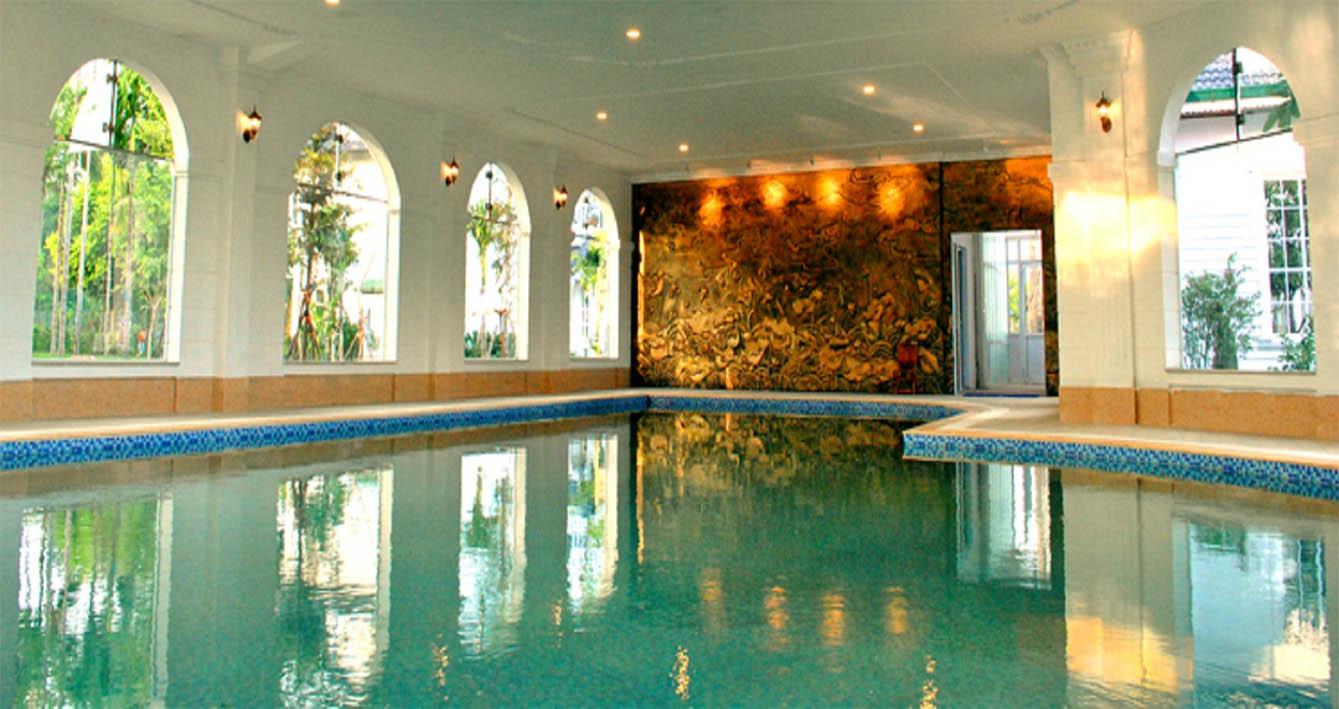 vườn vua resort - bể bơi khoáng nóng trong nhà